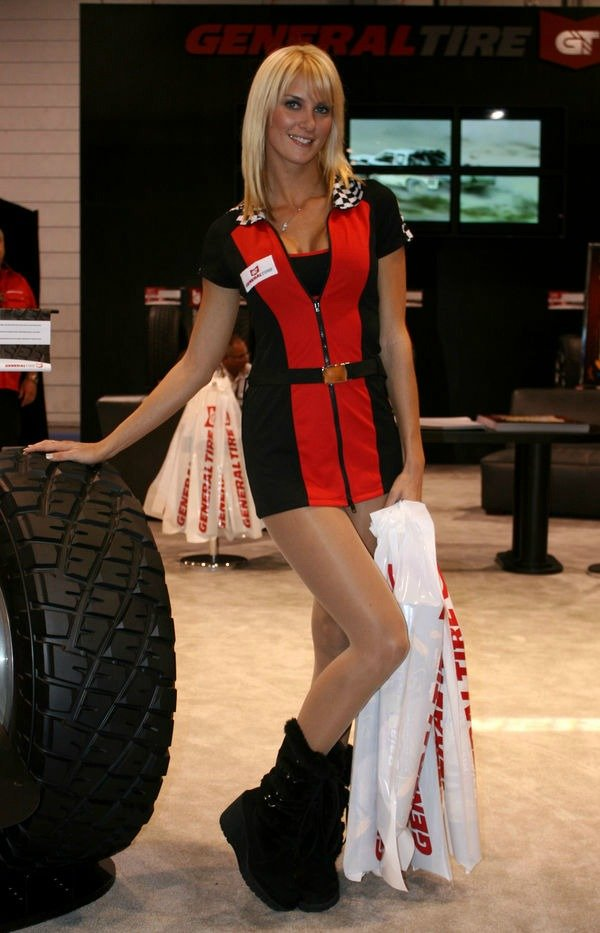 hot-babesbooth-girls-at-sema-auto-show-2008-1